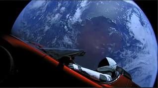 Starman dan Tesla Milik SpaceX Sudah Melewati Orbit Mars