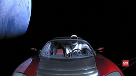 VIDEO: Imajinasi Elon Musk Antar Tesla ke Luar Angkasa