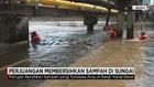 Perjuangan Membersihkan Sampah di Sungai