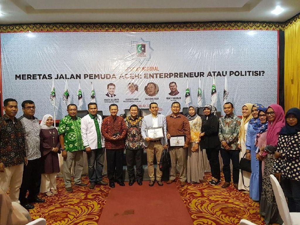 Dalam acara yang menghadirkan Aizir sulaiman (Direktur Bank Aceh), Andi sinulingga (DPP Partai Golkar) dan Kamrussamad (Ketua HIPKA Pusat) tersebut. Kamrussamad menekankan, ditengah perkembagan zaman yang penuh dengan pertumbuhan global, KAHMI mulai melakukan mengubah arah orienstasi perjuangan organisasi. Sebelumnya political oriented kini menjadi entrepreneur oriented. Dok. KAHMi.