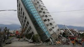 FOTO:  Hotel Roboh dan Rumah Sakit Miring Akibat Gempa Taiwan