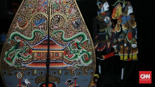 Wayang Kulit China-Jawa dan Wayang Potehi sebagai warisan budaya bangsa Indonesia sudah hampir punah. Sejak berdirinya Sanggar Budaya Rumah Cinta Wayang (Rumah Cinwa) pada 23 November 2014, memperkenalkan kembali kesenian wayang dalam kemasan kekininan. (CNN Indonesia/Andry Novelino)