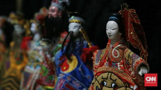"Pertunjukan Wayang Potehi dan Wayang kulit China-Jawa memperkenalkan tokoh-tokoh ksatria nan sakti seperti pejuang wanita ""Hwan Le Hwa"", yang merupakan sosok jenderal, serta panglima perang dan sebagai Ibu Bumi Tong Tya. (CNN Indonesia/Andry Novelino)"