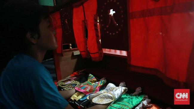 """Budaya kaum peranakan di Indonesia merupakan kombinasi antara budaya lokal dengan negeri leluhur. Seperti kata sejarawan ahli Tionghoa, Profesor Leo Suryadinata, """"Orang Tionghoa terlalu Tionghoa untuk disebut Indonesia, akan tetapi juga terlalu Indonesia untuk disebut orang Tionghoa"""". (CNN Indonesia/Andry Novelino)"""