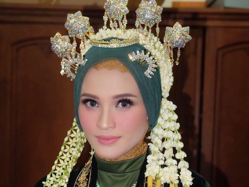 Foto: 10 Gaya Hijab Simple Istri Gubernur Kalteng Yulistra Ivo