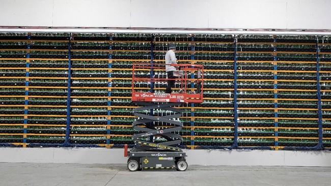 <p>Blockchain Mining, perusahaan asal Israel baru-baru ini membeli solusi penambangan<em> crytocurrency</em> milik Kanada, Backbone Hosting Solution bernama Bitfarms. (dok.REUTERS/Christinne Muschi)</p>