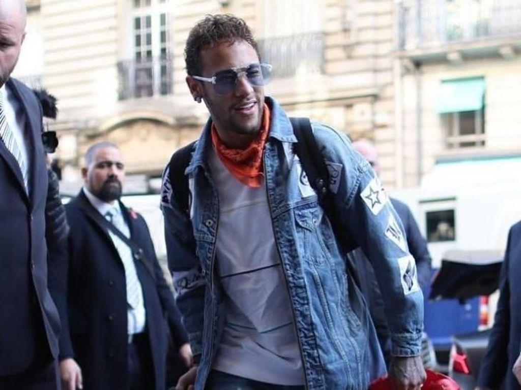 Deretan Gaya Busana Mewah Neymar, Pemain Bola Berpendapatan Rp 491 M