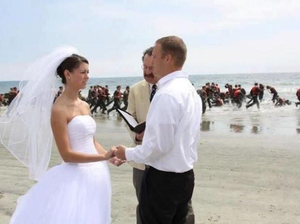 Foto: 20 Momen Tak Terduga Tapi Lucu Jepretan Fotografer di Hari Pernikahan