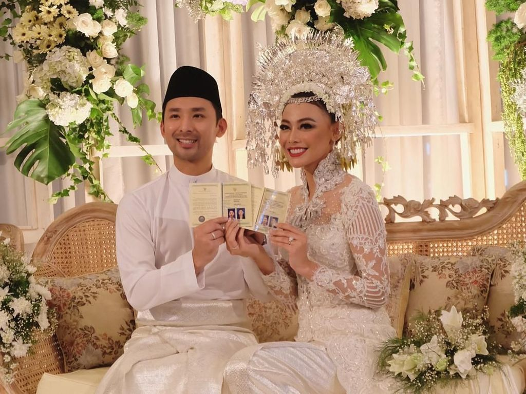 Foto: Menikah di Yogyakarta, Whulandary Herman Anggun Berkebaya Minang