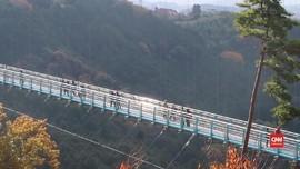 VIDEO: 'Goyangan' Mishima Skywalk Demi Pemandangan Fuji
