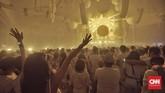 Jakarta kembali menjadi lokasi bagi para Disc Jokeyinternasional untuk beraksi di atas panggung. Kali ini, International Convention Exhibition(ICE) menjadi rumah diadakannya perhelatanpesta dansa dalam ruangan terbesar di dunia 'Sensation Jakarta 2018', Sabtu (10/2). CNN Indonesia/Bisma Septalisma