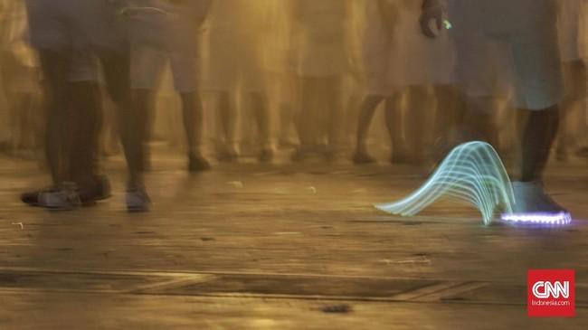 Beberapa DJ kenamaan internasional turut meramaikan 'Sensation Jakarta 2018' ini, diantaranya, Mr White, Lucas & Steve, Quintino, Ummet Ozcan, Mc Gee, serta Dimitri Vegas & Like Mike yang menjadi pamungkas perhelatan pesta dansa dalam ruangan terbesar ini. CNN Indonesia/Bisma Septalisma