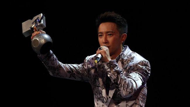 Hangeng Eks 'Super Junior' Pamer Kencani Aktris Celina Jade