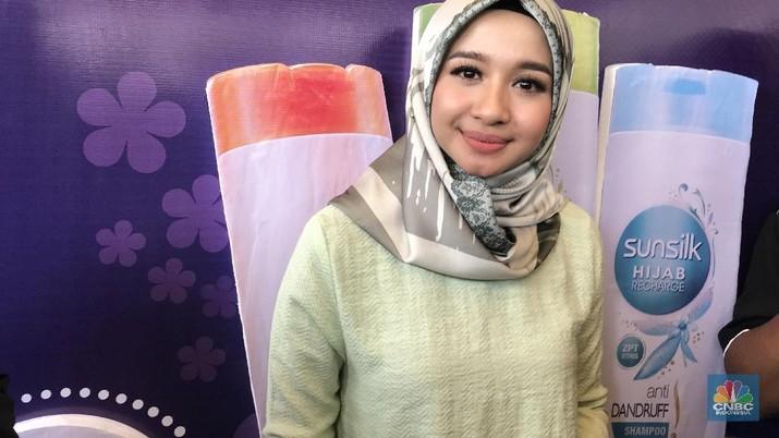 Personil kelompok vokal BBB ini, mengusung brand L by LCB untuk hijab berkualitas premium.
