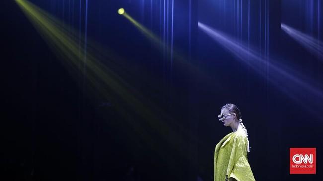 <p>Ada 120 set busana yang ditampilkan di panggung dalam berbagai tema dan unsur keseimbangan. (CNNIndonesia/Adhi Wicaksono.)</p>