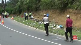VIDEO: Olah TKP Kecelakaan Bus di Tanjakan Emen