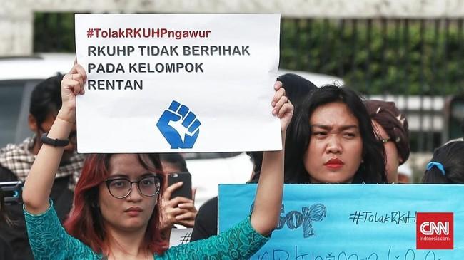 Aliansi Masyarakat Sipil pun menilai RKUHP belum berpihak pada kelompok rentan terutama anak-anak dan perempuan.(CNN Indonesia/Andry Novelino)