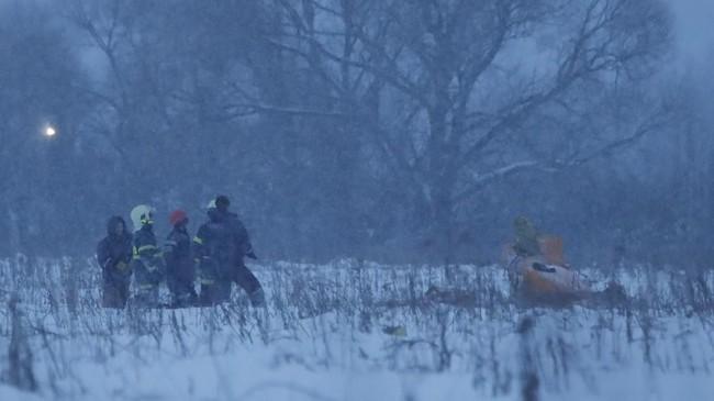Komite Investigasi Rusia masih menyelidiki penyebab kecelakaan. Selain cuaca buruk dengan turunnya salju dalam beberapa pekan terakhir, masalah teknis dan kesalahan manusia juga dikaji.(REUTERS/Maxim Shemetov)