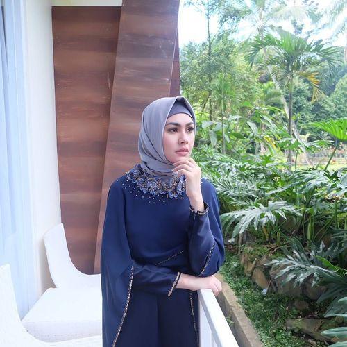 foto 11 gaya hijab kartika putri yang simple dan cantik