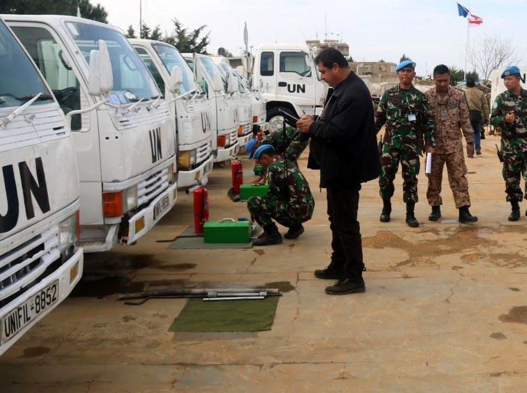 Pemeriksaan perlengkapan operasional Pasukan Garuda Indobatt XXIII-L oleh personel COE dan ORI Tim UNIFIL diawali di Lapangan Soekarno Markas Batalyon, selanjutnya pemeriksaan secara menyeluruh menyebar ke Kompi Delta, Kompi Bantuan dan Kompi Markas yang berada di UNP 7-1. Pool/Konga.