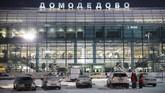 Pesawat buatan Rusia yang nahas itu berusia tujuh tahun dan dibeli Saratov Airlines dari sebuah maskapai Rusia lainnya setahun lalu. (AFP PHOTO/Maxim ZMEYEV)