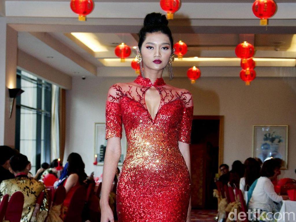 Foto: 25 Karya Busana Cheongsam Tiga Desainer Indonesia