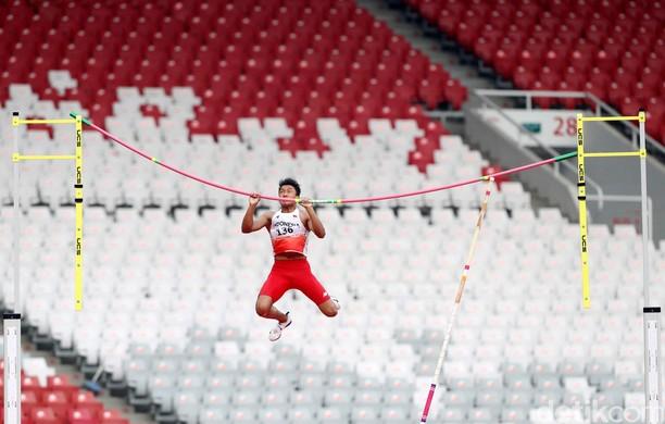 Aksi Memukau Atlet Lompat Galah Idan Fauzan Richsan