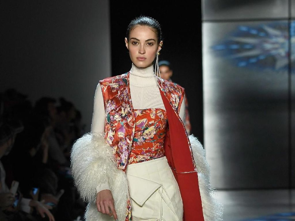 25 Koleksi Busana Feminisme Prabal Gurung di New York Fashion Week 2018
