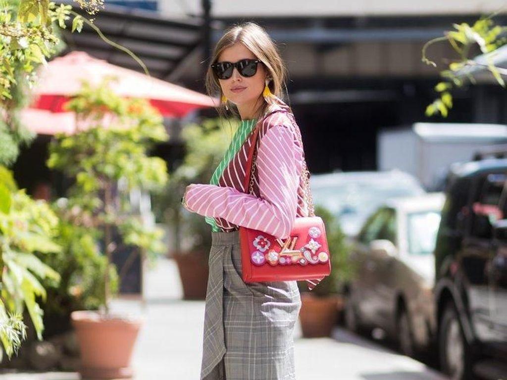 Foto: Tips Gaya Kekinian dengan Baju Pink di Hari Valentine
