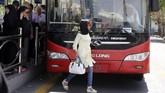 Pada Desember lalu, revolusi baru diam-diam dimulai ketika seorang perempuan melepas hijabnya di depan umum dan mengibarkannya seperti bendera. (AFP Photo/Atta Kenare)