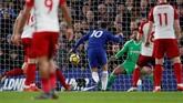 Eden Hazard cetak gol membuka keunggulan Chelsea 1-0 atas West Bromwich pada menit ke-25, assist dari Olivier Giroud. (REUTERS/Eddie Keogh)