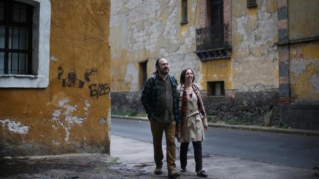 Razhy seorang wartawan menjalin hubungan dengan Alejandra di Meksiko setelah Razhy diculik karena pekerjaannya.