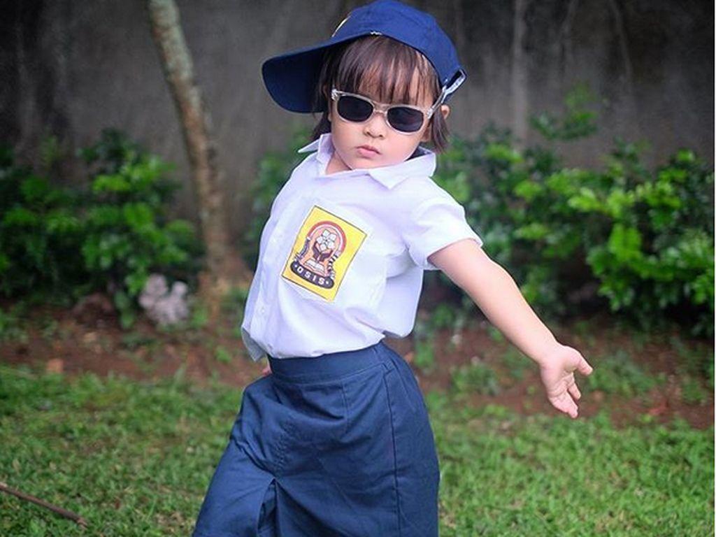 Ini Kala memakai baju sekolah SMP. (Dok. Instagram/kalamadali)