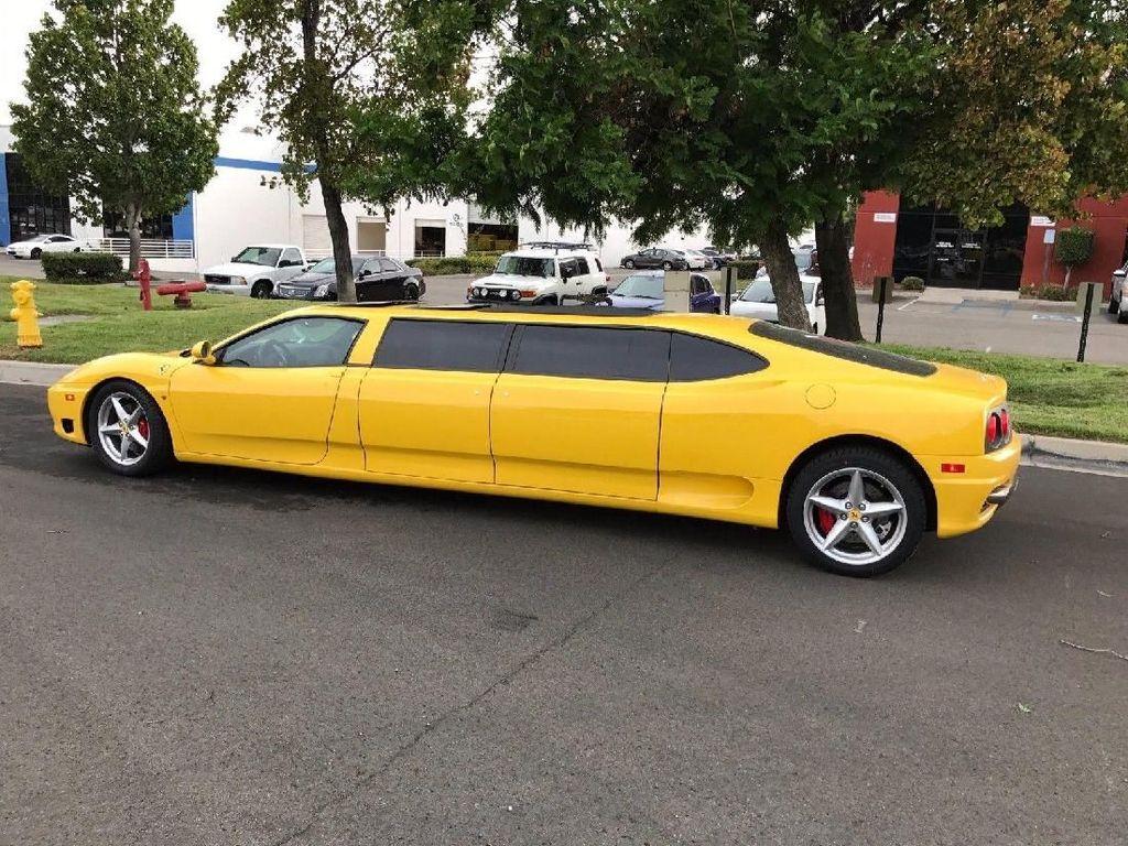 Namun sayang, mobil yang diklaim sangat nyaman dan mewah layaknya limousine ini tidak mampu menarik perhatian pencinta otomotif. Foto: eBay