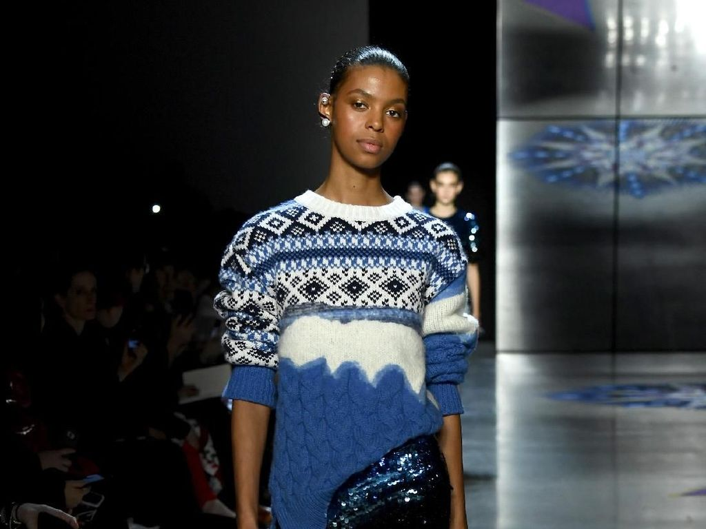 25 Koleksi Busana Feminisme Prabal Gurung di New York Fashion Week 2018