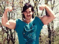 Ade mulai berlatih beban di usia remaja dengan tujuan awalnya agar bisa jadi atlet panco. (Foto: Instagram/ade_rai)