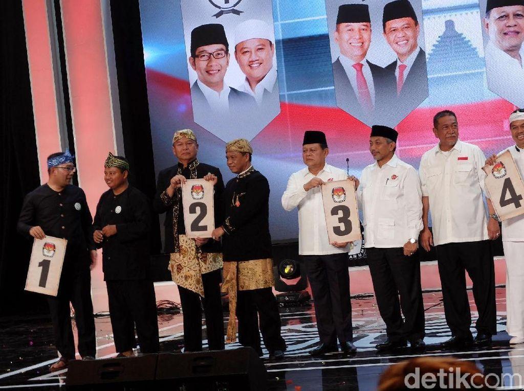 Empat pasangan calon (paslon) peserta Pilgub Jabar 2018 resmi mendapatkan nomor urut.