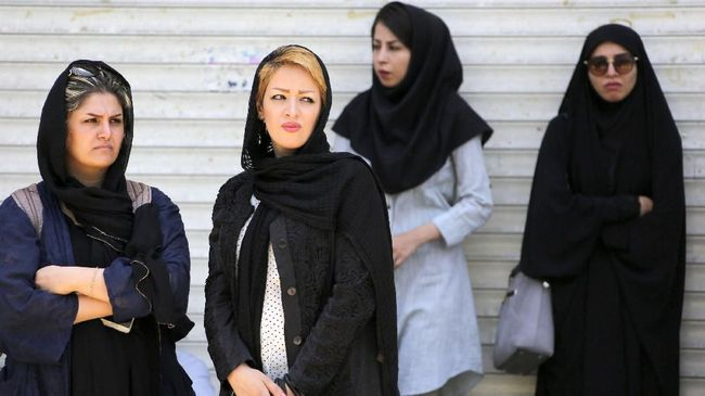 Desak Cabut Larangan Hijab dan Jenggot, Imam Dipecat