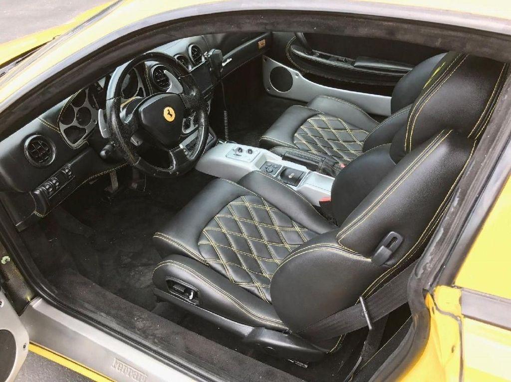 Interior Ferrari ala limousine. Foto: eBay