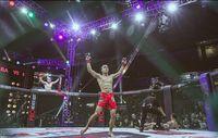 Hanya dalam hitungan 39 detik Randy Pangalila berhasil membuat lawannya KO dan menyabet gelar juara. Foto: Instagram @randpunk