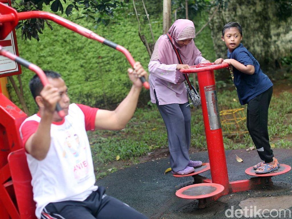 Karena berbagai aktivitas sehari-hari tetap dilakukan, dan Arief mengerti untuk tidak membuat membuat kegaduhan.