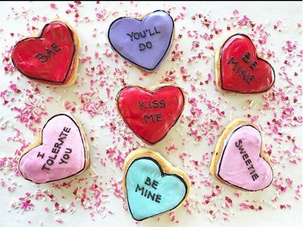 Donat dari Spudnut Donuts di Virginia, Amerika ini bisa dijadikan kartu ucapan yang menarik sekaligus hadiah Valentine. Foto: Instagram @spudnutdonuts