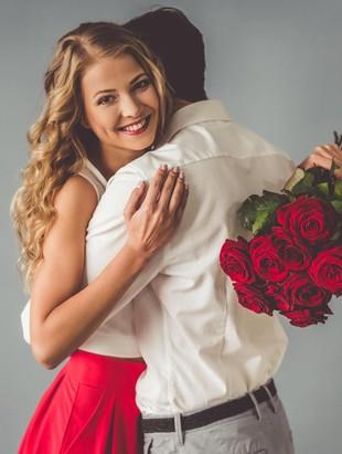 11 Bukti Masih Banyak Pria Romantis di Dunia, Bikin Kamu Meleleh