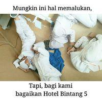 Terkadang mereka bekerja saat orang lain sedang tidur lelap di malam hari. Bahkan, perawat bisa tidak pulang kalau ada operasi terus-terusan. Foto: Instagram