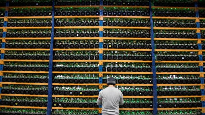 Area pabrik kertas di Quebec, Kanada 'disulap' menjadi pusat penambangan mata uang kripto (cryptocurrency) di tengah tren Bitcoin. (dok. REUTERS/Christinne Muschi)