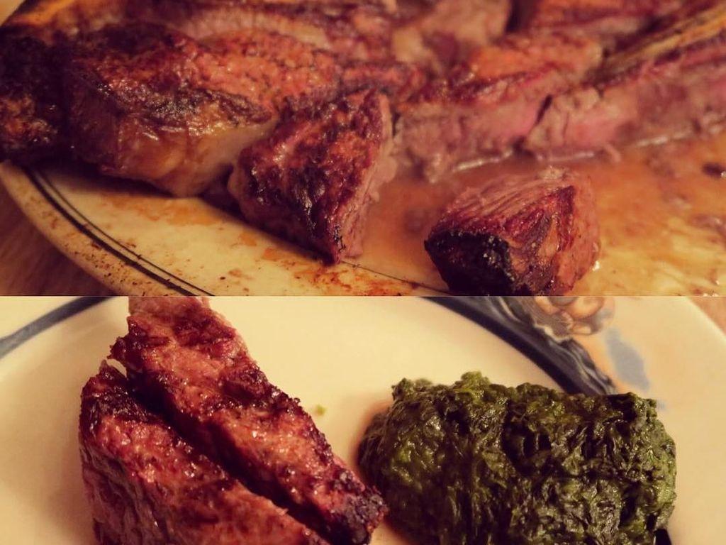 Di New York, Tasya menyempatkan diri mampir ke Peter Luger Steak House. Konon, restoran ini memiliki sajian steak paling enak di New York. Wah, gimana tuh rasanya? (Foto: instagram @tasyakamila)