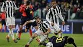 Masuk ke babak kedua, Juventus dan Tottenham Hotspur saling bertukar serangan. (REUTERS/Max Rossi)