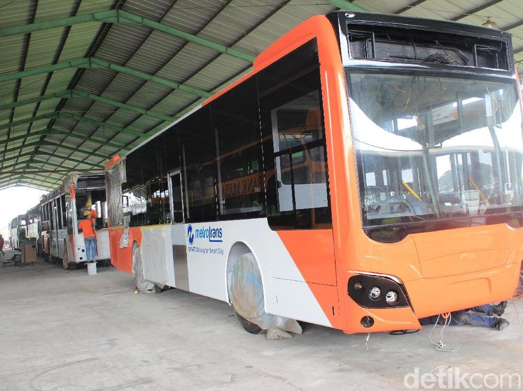 General Manager Nusantara Gemilang, Sandra, menjelaskan bahwa bodi dan kerangka bus dari aluminium itu jika sudah tidak terpakai atau sudah mengalami kerusakan bisa didaur ulang. Foto: Khairul Imam Ghozali