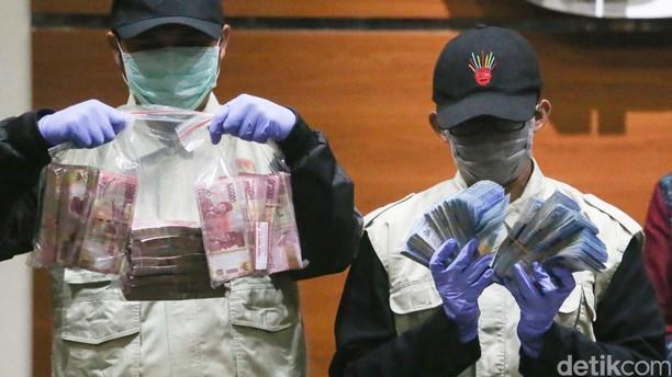 KPK Tunjukkan Uang Suap untuk Bupati Subang