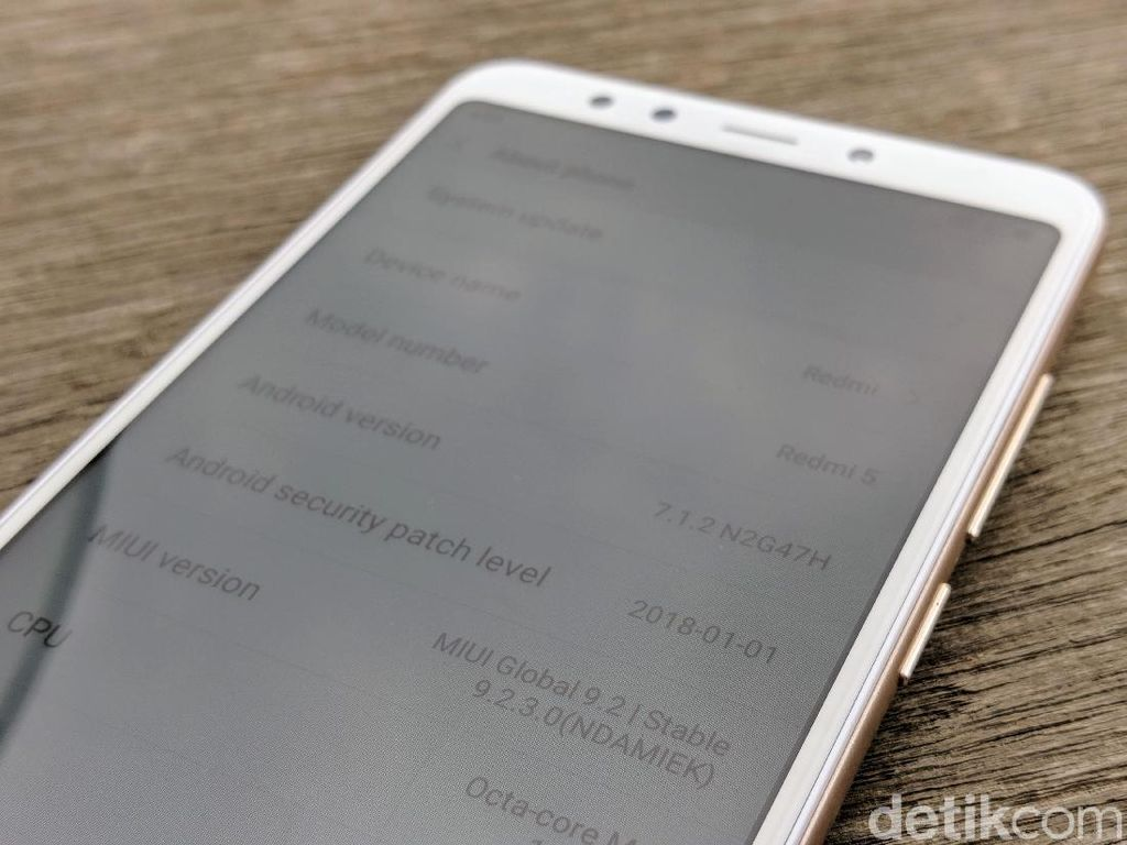 Layar berukuran 5,7 inch dan ditenagai Snapdragon 450. (Foto: detikINET/Adi Fida Rahman)